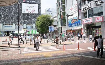 上野御徒町駅の南口を左手に曲がり真っ直ぐ進みます。