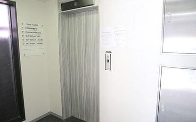エレベーターで6Fが、パーソナルヘルスクリニックです。